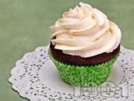 Рецепта Лесни шоколадови къпкейкове с ванилова глазура с масло, пудра захар и сметана